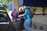 Members of the secretariat helping Kalthum Omar into her car during the Wacana Agenda Kristian Se Dunia: Rujukan Khas Malaysia at the Dewan Muktamar, Pusat Islam.