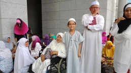 (Nek Som and my little brother) Kalthum Omar also attended the assembly at the Palace of Justice on the 22/8/2013.