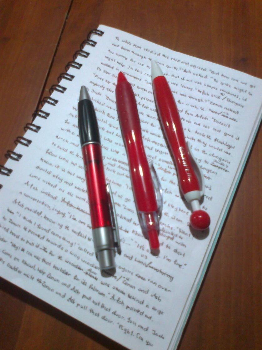 I used these three pens to write 30 000 words. The two pens on the right served me from the very beginning of their lives to the last drop of ink.