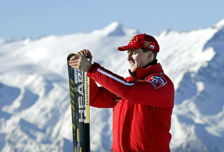 A picture taken on January, 17, 2003 shows Formula One World champion Michael Schumacher holding his skis before a giant salom race in Madonna di Campiglio (AFP Photo)