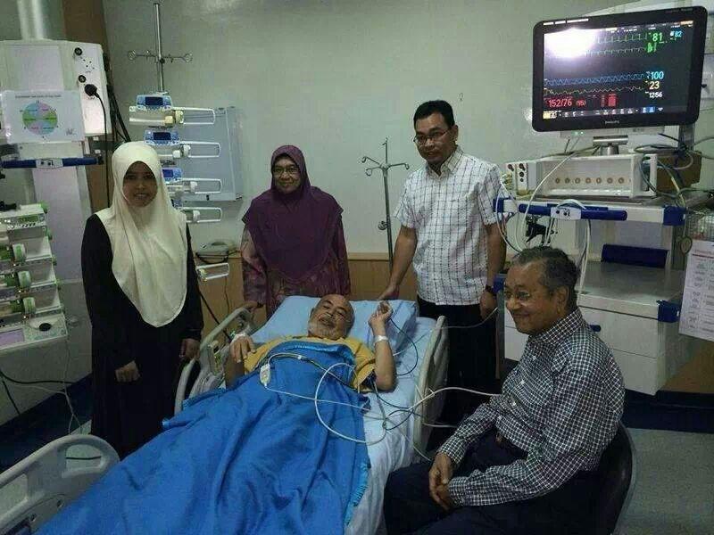 Tun M Visits Haron Din at IJN
