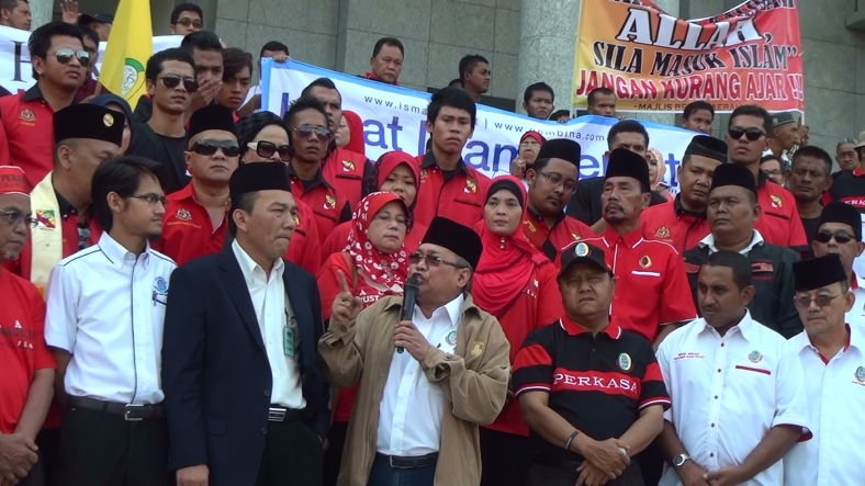 Ibrahim Ali delivering his speech at the Palace of Justice, Putrajaya on the 5/3/2014.