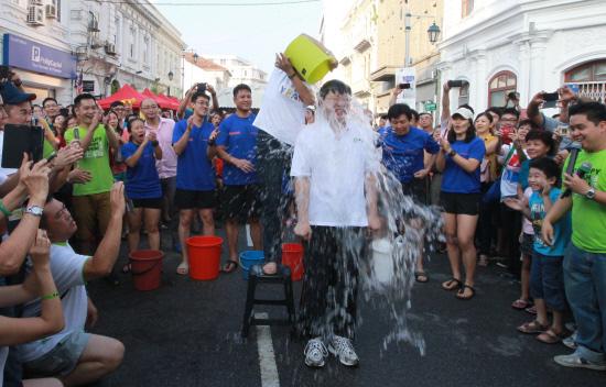 ALS Ice Bucket Challenge-Lim Guan Eng