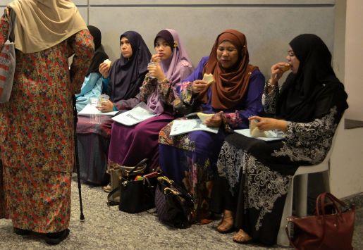 Participants of the Wacana Liberalisme: Agenda Jahat Illuminati having their breakfast. Kompleks Islam Putrajaya, 17th January 2017.