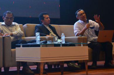 MUAFAKAT's vice-president, A. Karim Omar answering a question during the questions and answers session. Wacana Liberalisme: Agenda Jahat Illuminati, Kompleks Islam Putrajaya, 17th January 2017.