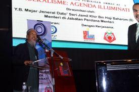 MUAFAKAT's president, Ustaz Ismail Mina Ahmad delivering a speech at the Wacana Liberalisme: Agenda Jahat Illuminati, Kompleks Islam Putrajaya, 17th January 2017.