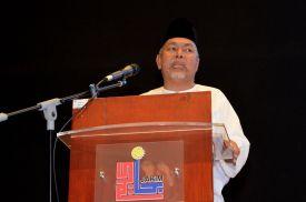 Ustaz Sahri Abd. Rahman from Institut Pemikiran Tradisional Islam (IPTI) presenting his paper during the Wacana Liberalisme: Agenda Jahat Illuminati, Kompleks Islam Putrajaya, 17th January 2017.