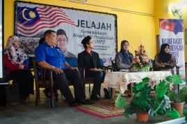 Dari kiri: Cikgu Ridhwan (Presiden Muafakat Pendidikan Johor), Ahmad Ali (penceramah program dan duta rasmi Muafakat Pendidikan Johor), Rosaini Ahmad (Pengetua Sekolah Menengah Kebangsaan Tan Sri Mohamed Rahmat). Jelajah Kemerdekaan MPJ, SMK Tan Sri Mohamed Rahmat, Johor Bahru, Johor.