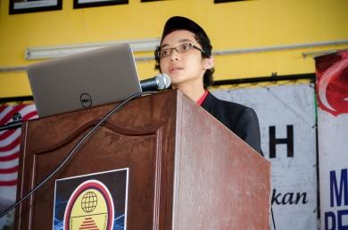 Ahmad Ali sedang berbicara tentang kemerdekaan tanah air kita semasa program Jelajah Kemerdekaan MPJ, SMK Tan Sri Mohamed Rahmat, Johor Bahru, Johor.
