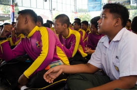 Murid-murid SMK Tan Sri Mohamed Rahmat tekun mendengar ceramah semasa program Jelajah Kemerdekaan MPJ.