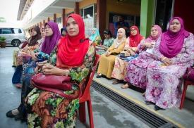 Guru-guru SMK Tan Sri Mohamed Rahmat tekun mendengar ceramah semasa program Jelajah Kemerdekaan MPJ.
