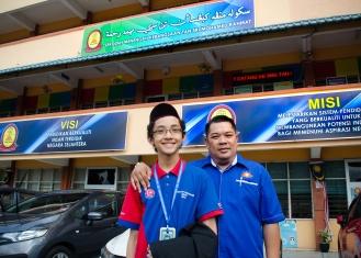 Ahmad Ali bersama presiden MPJ, Cikgu Ridhwan selepas selesai program Jelajah Kemerdekaan MPJ, SMK Tan Sri Mohamed Rahmat, Johor Bahru, Johor.