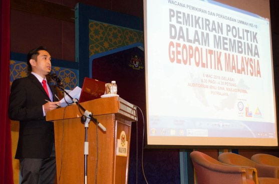 The master of the ceremony, saudara Syafiq (Felo Muda Dakwah YADIM), during the Wacana Pemikiran Politik Dalam Membina Geopolitik Malaysia which was held at Masjid Putra, Putrajaya on 6th March 2018.