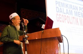 UMMAH's chairman, Ustaz Ismail Mina Ahmad, delivering the opening speech during the Wacana Pemikiran Politik Dalam Membina Geopolitik Malaysia which was held at Masjid Putra, Putrajaya on 6th March 2018.