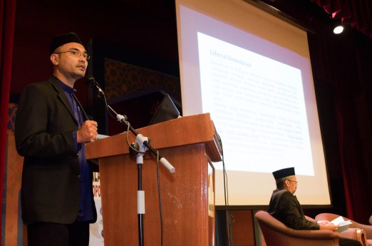 Muafakat's president, Dr. Wan Adli Wan Ramli, presenting his paper during the Wacana Pemikiran Politik Dalam Membina Geopolitik Malaysia which was held at Masjid Putra, Putrajaya on 6th March 2018.