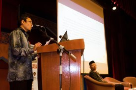 Dr. Mohamad Zaidi Abdul Rahman (Ketua Jabatan Siasah Syar'iyyah, Akademi Pengajian Islam, Universiti Malaya), presenting his paper during the Wacana Pemikiran Politik Dalam Membina Geopolitik Malaysia which was held at Masjid Putra, Putrajaya on 6th March 2018.