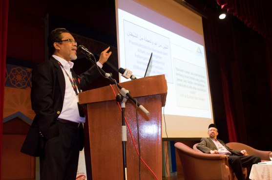 Datuk Dr. Mazlan Ismail (Ketua Pegawai Operasi, Suruhanjaya Komunikasi dan Multimedia Malaysia) presenting his paper during the Wacana Pemikiran Politik Dalam Membina Geopolitik Malaysia which was held at Masjid Putra, Putrajaya on 6th March 2018.