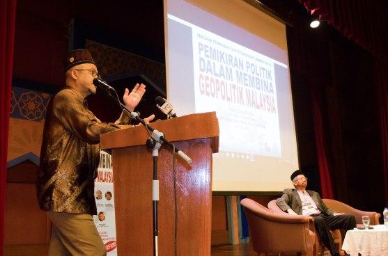 Dato' Zulkifli bin Noordin (ex-MP of Bandar Baru Kulim) delivering his speech during the Wacana Pemikiran Politik Dalam Membina Geopolitik Malaysia which was held at Masjid Putra, Putrajaya on 6th March 2018.